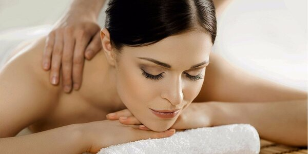 60minutová relaxační masáž se zábalem láv. kameny