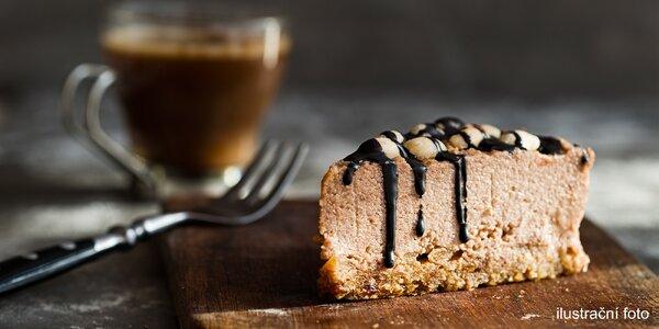 Nápoj a skvělý dezert v retro kavárně