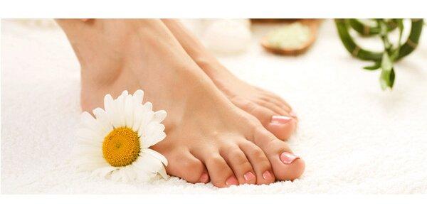 Pedikúra s masáží nohou a vodní lázní
