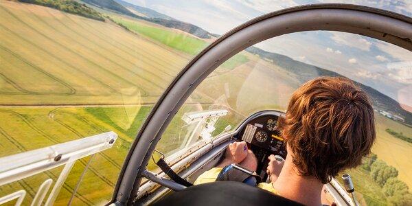 Let nebo pilotování kluzáku u Kolína