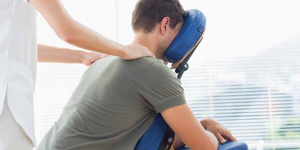 20minutová masáž na židli pro uvolnění zatuhlých svalů zad a beder
