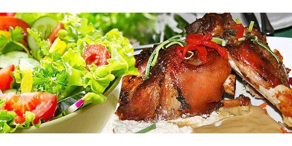 2x 700 g pečeného kolena NEBO dva saláty s kuřecím masem