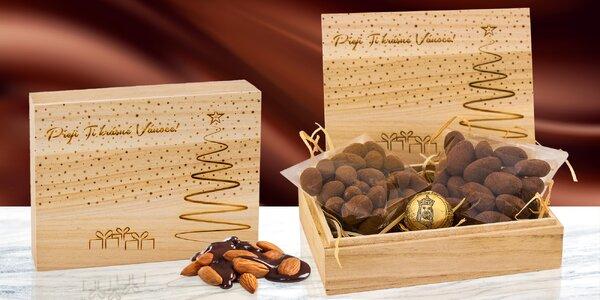 Dřevěná krabička s čokoládovými delikatesami