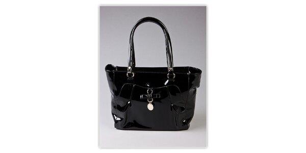 Dámská černá lakovaná kabelka s ozdobnou visačkou Ferré Milano