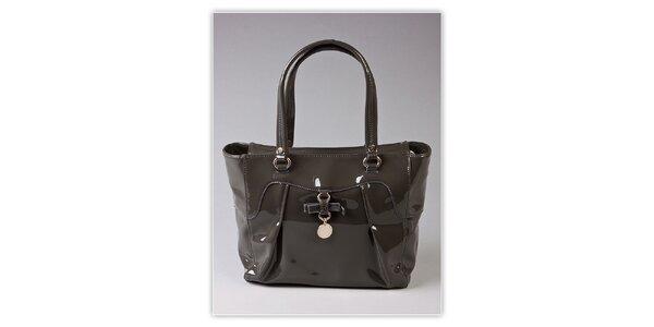 Dámská šedá lakovaná kabelka s ozdobnou visačkou Ferré Milano