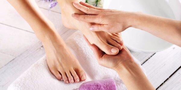 Mokrá pedikúra včetně uvolňující masáže chodidel