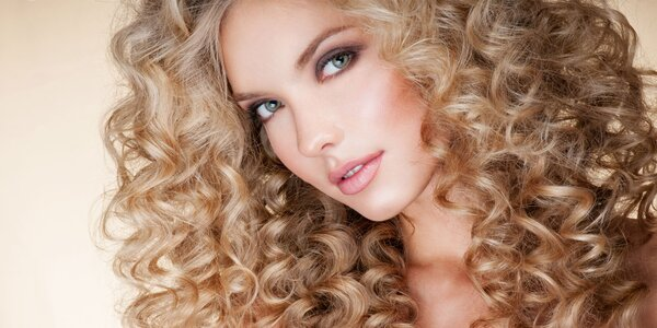 Pro krásné vlasy: balíčky se střihem i barvením