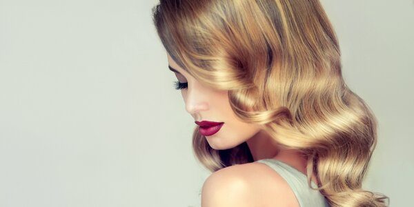 Střih a regenerační zábal vlasů s konečnou úpravou
