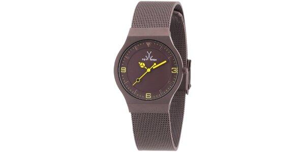 Hnědé analogové hodinky s žlutými detaily Toy