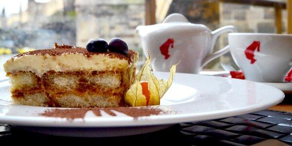 Káva, nebo čaj a dezert u Karlova mostu