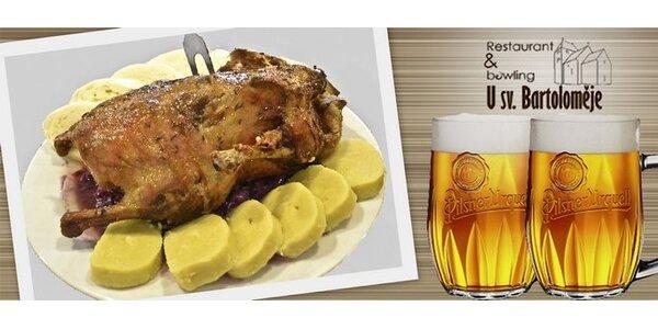245 za pečenou kachnu PRO DVA, knedlíky, zelí a DVĚ piva U sv. Bartoloměje!
