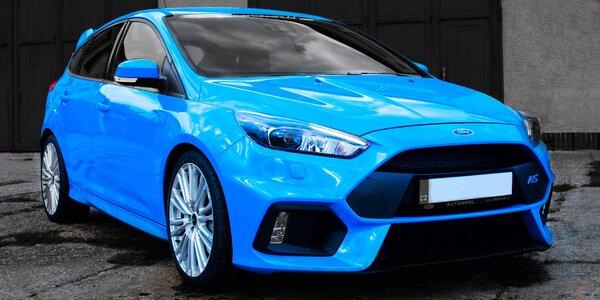 30 minut v supersportu: Ford Focus RS s palivem i bez