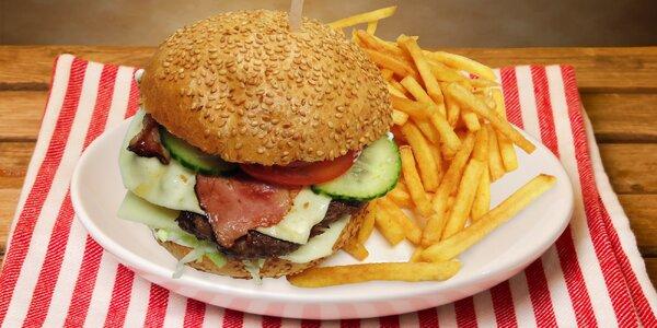 Domácí burger, hranolky a nápoj 1 i pro 2