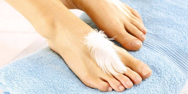 Mokrá pedikúra vč. masáže nohou a lakování