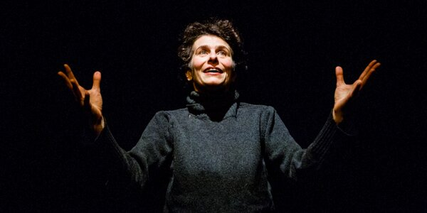 Divadelní představení Nataši Burger: Vlny