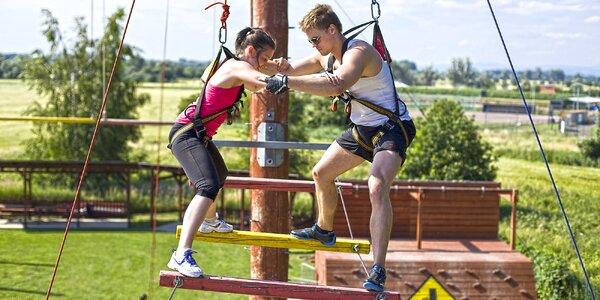 Zdolejte adrenalinové překážky v lanovém centru