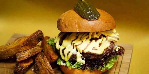 Hovězí burger a steakové hranolky