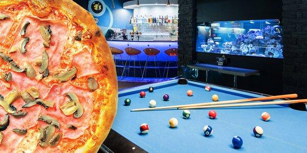Karambol nebo biliard na profi stolu a pizza