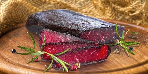 Sušená hovězí šunka naložená ve směsi koření