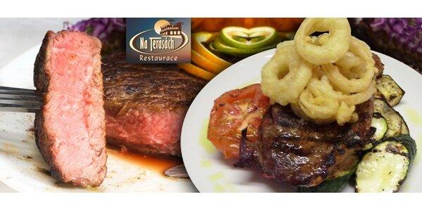 295 Kč za DVA hovězí steaky s grilovanou zeleinou a cibulovými kroužky