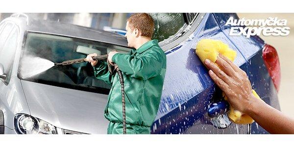 45 minut ručního mytí auta