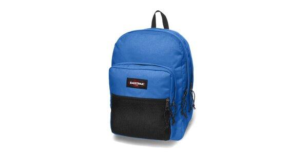 Zářivě modrý městský batoh Eastpak s černou síťkou