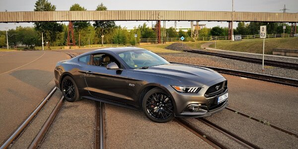 Jízda snů  Ford Mustang 2017 GT 5.0 až na 24 h 386c81fd26
