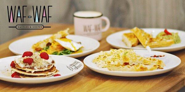 Snídaňové menu s vaflemi, lívanci i vajíčky