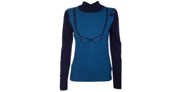 Dámský modrý svetr Yumi se vzorem brýlí a knoflíčky