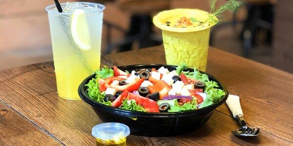 Polévky v jedlém kelímku i se salátem a limonádou