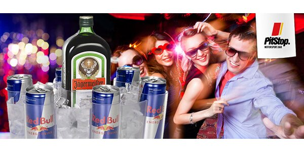 Red Bull Boat plná energy drinků a alkoholu