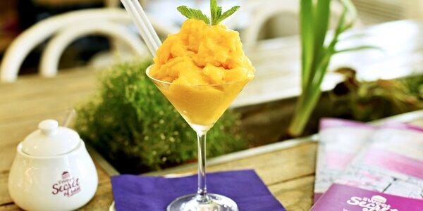 Raw mangový sorbet s agávovým sirupem