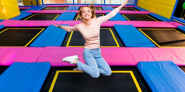 Hodina skákání na trampolínách v Jump Centru