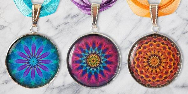 Ručně vyrobené náhrdelníky s magickými mandalami