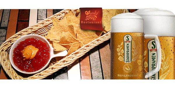 2 piva Staropramen a mexické nachos s BBQ omáčkou