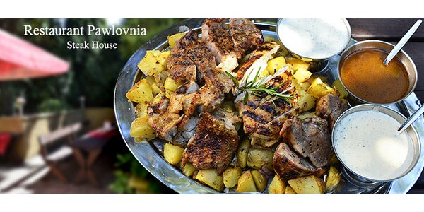 Kilo grilovaných kuřecích a vepřových steaků + přílohy