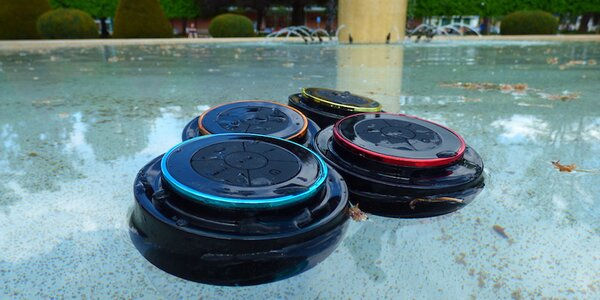 Bezdrátové reproduktory do auta i bazénu