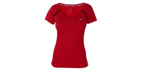 Dámské červené tričko s krátkým rukávem Nike