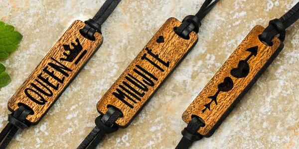 Dřevěné náramky s nápisy pro zamilované