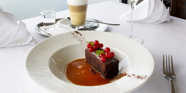 Sladké posezení na lodi: dezert, káva a prosecco