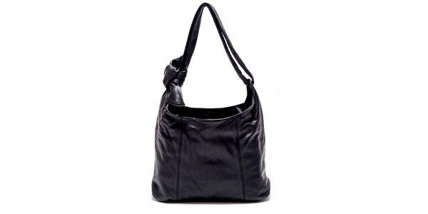Dámská černá kožená kabelka s uzlem Carla Ferreri