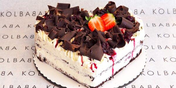 Schwarzwaldský dort-srdce s višněmi a čokoládou