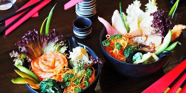 Poke bowls: sushi s lososem, úhořem i krevetami