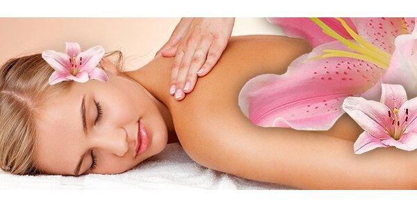 199 Kč za hodinovou masáž zad a šíje s reflexní terapií nebo baňkováním.