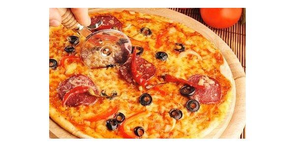 99 Kč za 2 pizzy dle vlastního výběru ve Společenském domě v hodnotě 240 Kč