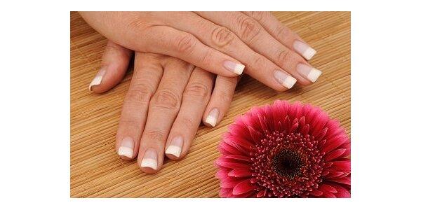 Gelové nehty včetně permanentní francouzské manikúry