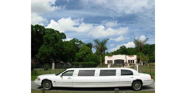367 Kč za neomezenou konzumaci křidélek a odvoz luxusní limuzínou