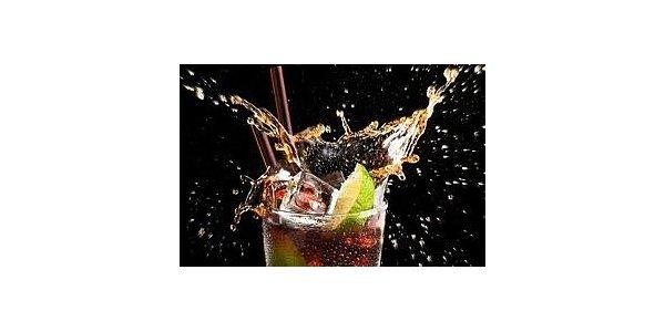 90 Kč za 2x vinikající drink Botran Cuba Libre v baru Černá Ovce