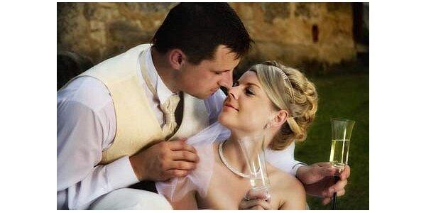 3500 Kč za fotografování celého svatebního dne v původní hodnotě 7000 Kč
