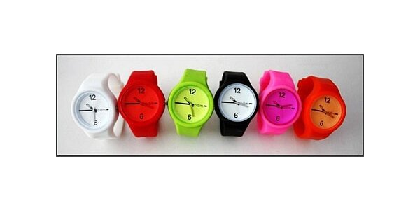 85 Kč za Retro silikonové hodinky v původní hodnotě 399 Kč